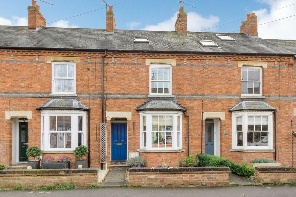 4 Bedrooms Terraced House for sale in Avenue Road, Winslow