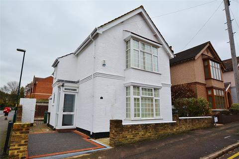 4 bedroom detached house to rent - Bendysh Road, Bushey, Hertfordshire, WD23