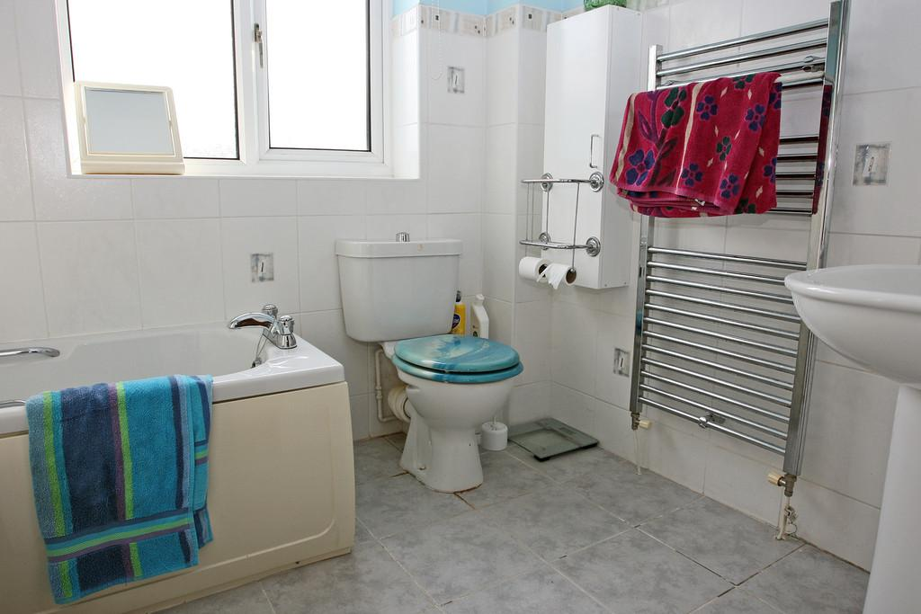 3 Bedrooms Detached Bungalow for sale in Tyn Y Cae, Newborough, North Wales