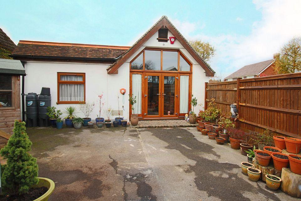 2 Bedrooms Detached Bungalow for sale in Lodge Lane, Hassocks, West Sussex