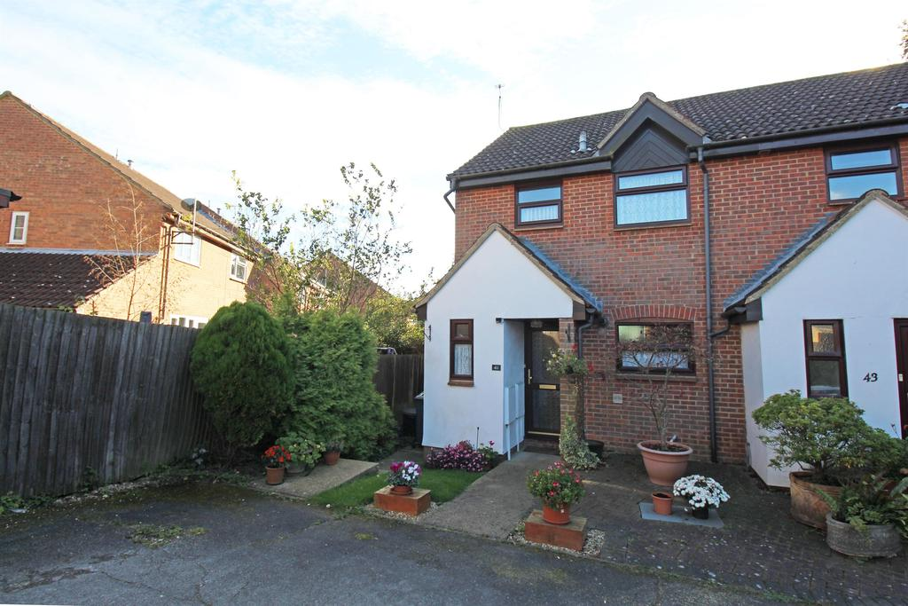 3 Bedrooms Semi Detached House for sale in Beane Avenue, Stevenage, SG2 7DL