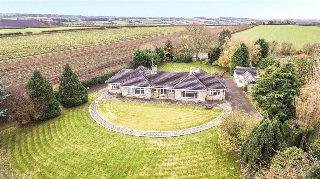 4 Bedrooms Detached Bungalow for sale in Cleavesty Lodge, Cleavesty Lane, East Keswick, West Yorkshire, LS17