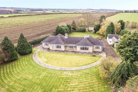 4 bedroom detached bungalow for sale - Cleavesty Lodge, Cleavesty Lane, East Keswick, West Yorkshire, LS17