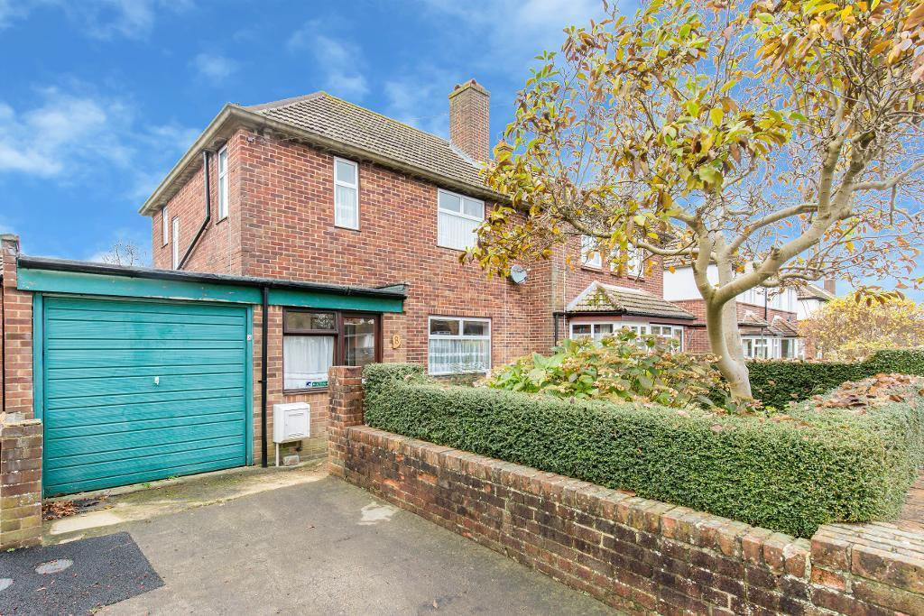 3 Bedrooms Semi Detached House for sale in Broadway Close, Sanderstead, Surrey, CR2 9EP