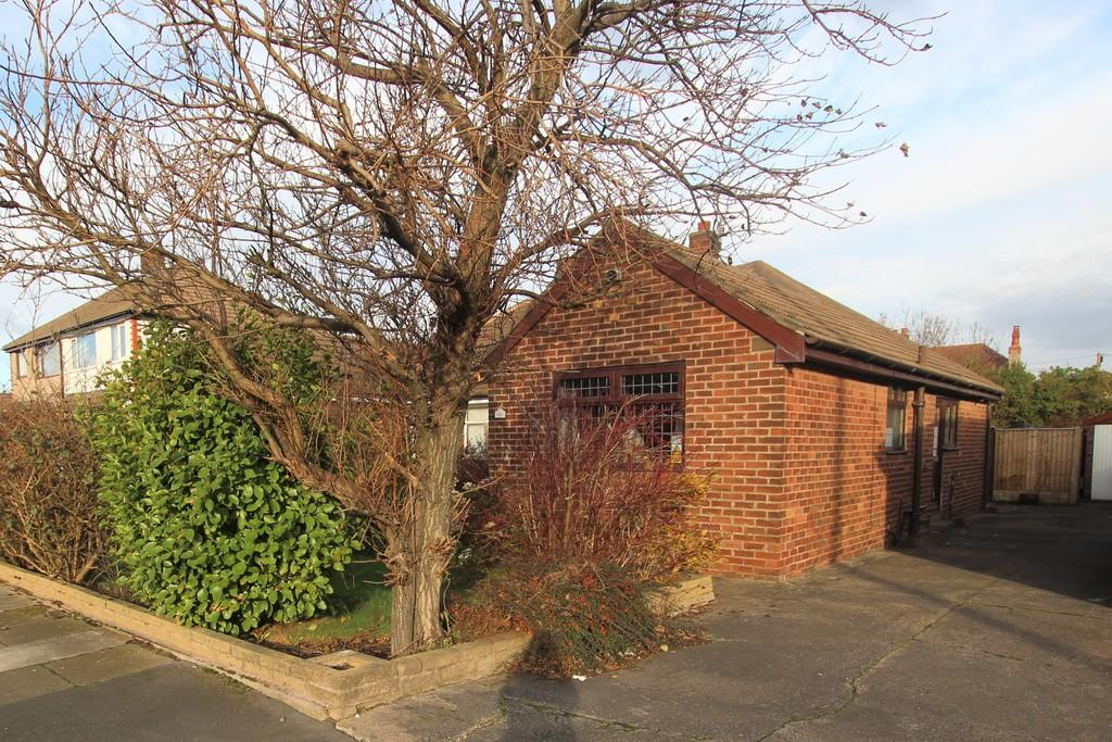 2 Bedrooms Semi Detached Bungalow for sale in Penswick Avenue, Thornton Cleveleys