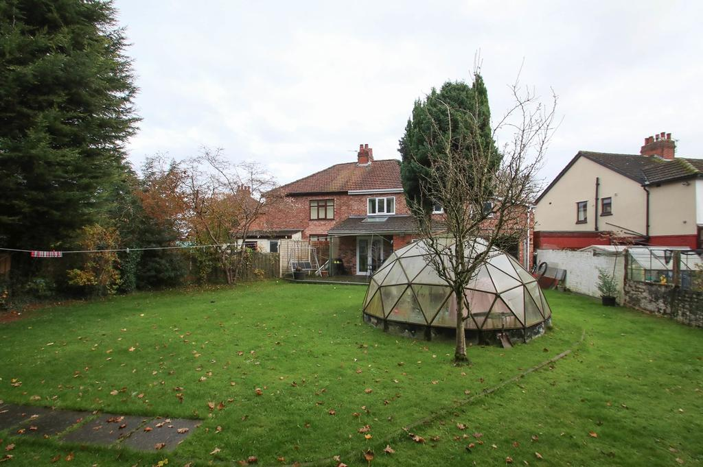 4 Bedrooms Semi Detached House for sale in Wibbersley Park, Flixton, Manchester, M41