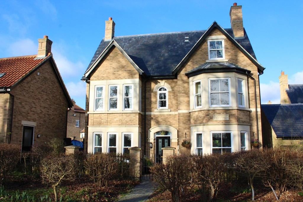 5 Bedrooms Detached House for sale in Fleming Drive, Fairfield, Hitchin, SG5