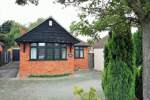 3 bedroom detached bungalow for sale - St Marys Avenue, Shenfield, Brentwood, CM15