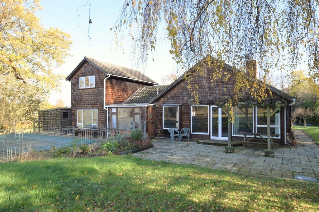 5 Bedrooms Detached Bungalow for sale in School Hill, Boxford, CO10 5JT