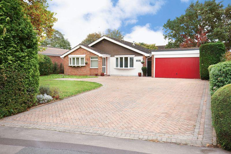 3 Bedrooms Detached Bungalow for sale in Silver Street Lane, Trowbridge