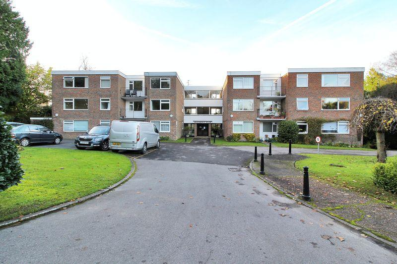 2 Bedrooms Flat for sale in Beacon Road, Crowborough, East Sussex