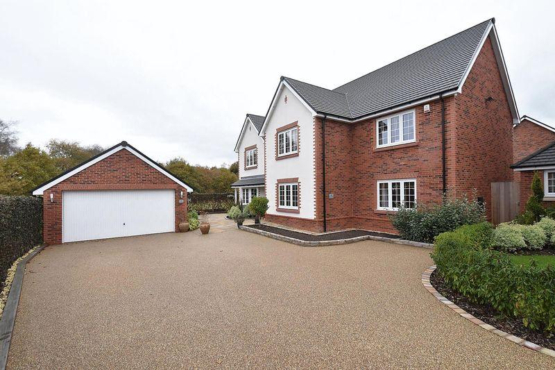 5 Bedrooms Detached House for sale in Jay Close, Somerford