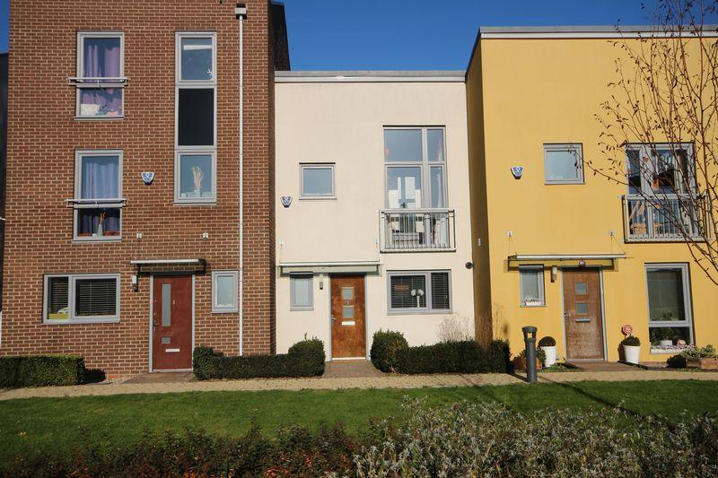 2 Bedrooms Terraced House for sale in Brunel Way, Dartford