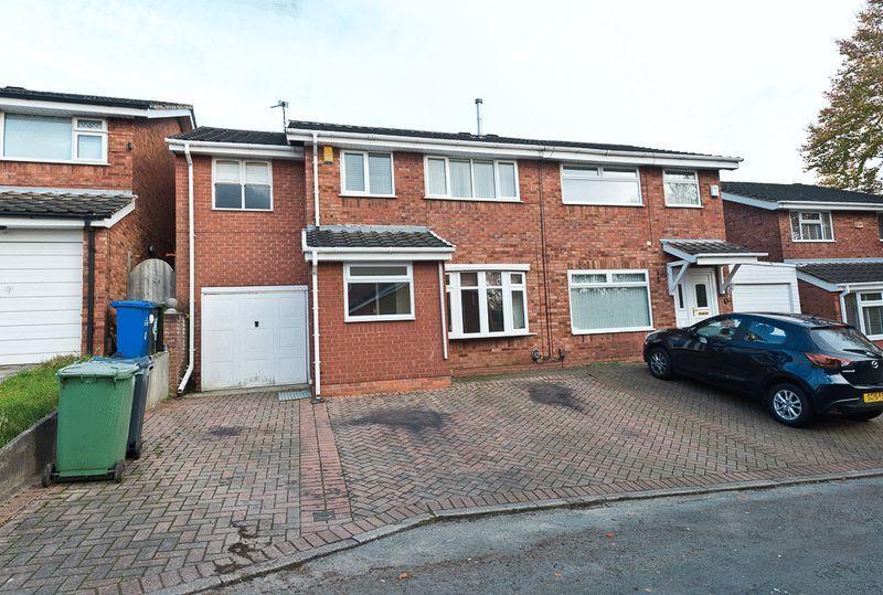5 Bedrooms Semi Detached House for sale in Azalea Grove, Beechwood, Runcorn