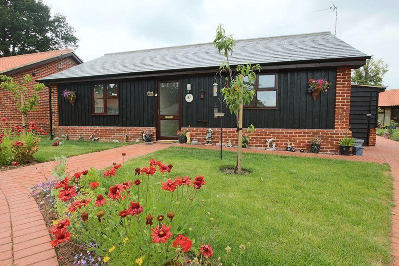 2 Bedrooms Bungalow for sale in Chapel Road, Lowestoft