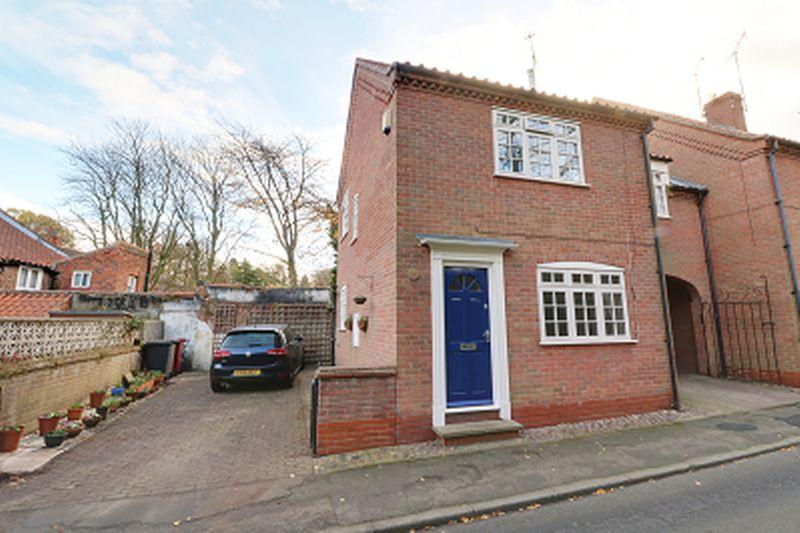 2 Bedrooms Terraced House for sale in St Marys Lane, Barton-Upon-Humber