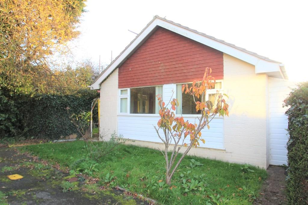 3 Bedrooms Detached Bungalow for sale in Perowne Way, Sandown