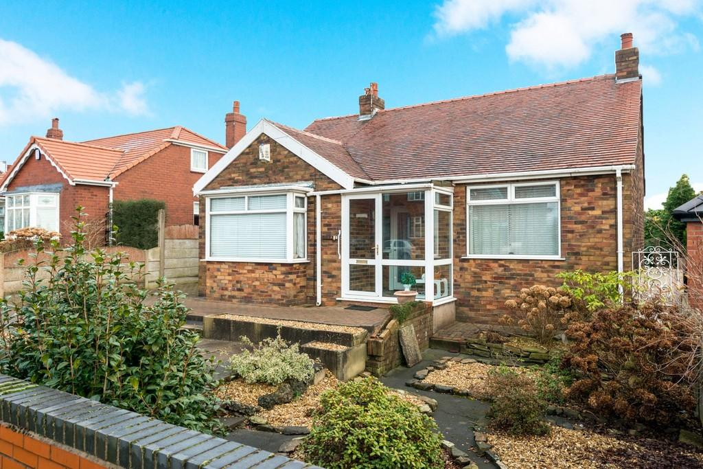 2 Bedrooms Detached Bungalow for sale in Liverpool Road, Pewfall, St. Helens