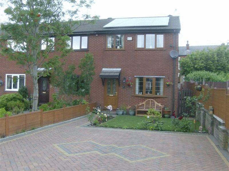 3 Bedrooms End Of Terrace House for sale in Station Road, Facit, Whitworth.