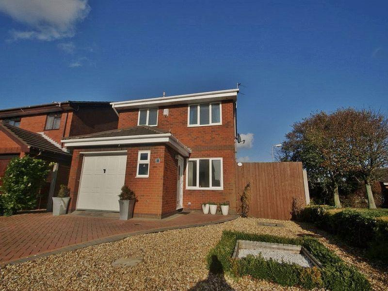 3 Bedrooms Detached House for sale in Markham Drive, Southport