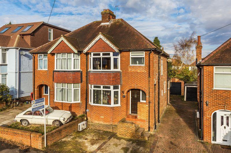 3 Bedrooms Semi Detached House for sale in Sheepfold Road, Guildford