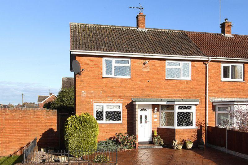 2 Bedrooms Semi Detached House for sale in WOMBOURNE, Chapel Close