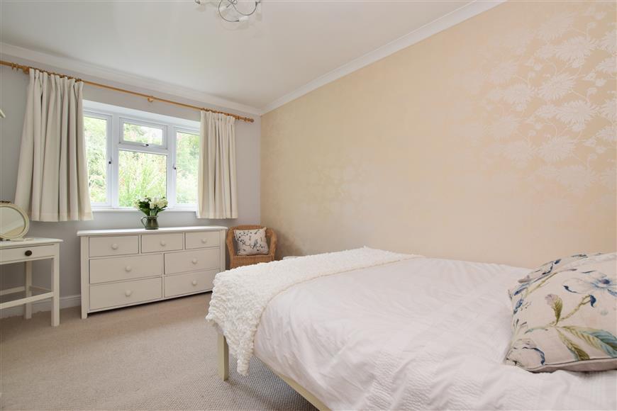 3 Bedrooms Bungalow for sale in Balchins Lane, Westcott, Dorking, Surrey