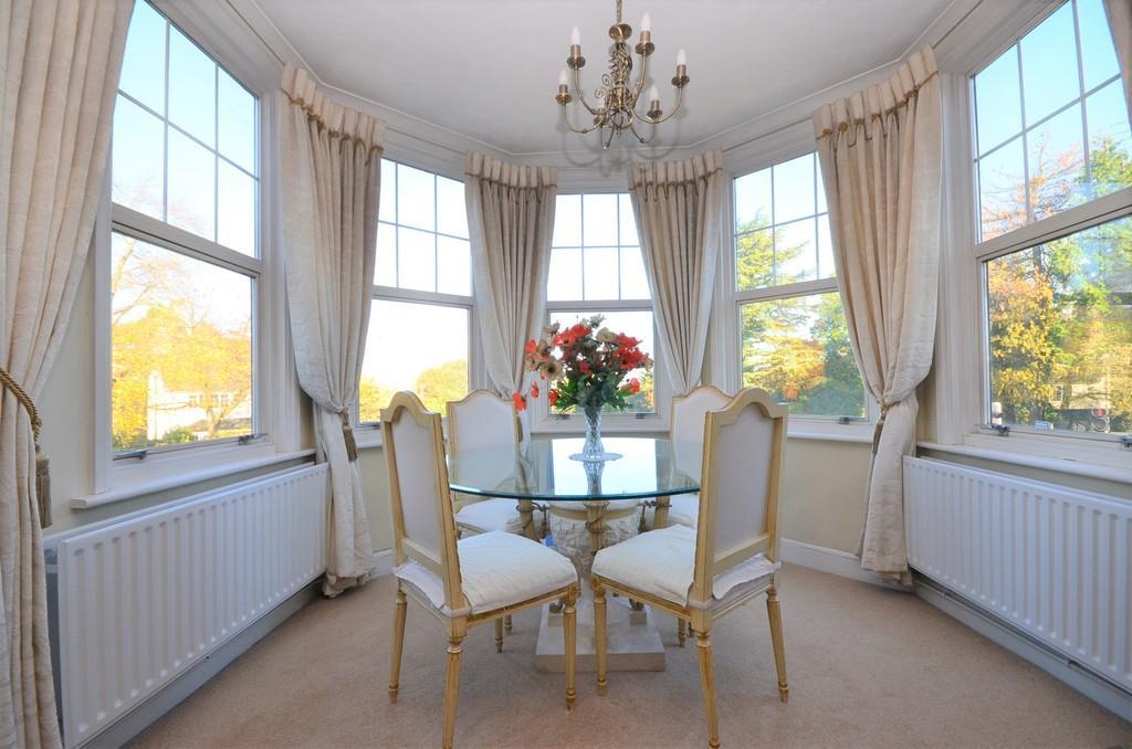 2 Bedrooms Apartment Flat for sale in Frensham Road, Farnham