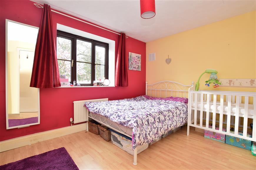 1 Bedroom Apartment Flat for sale in Parkhurst Grove, Horley, Surrey