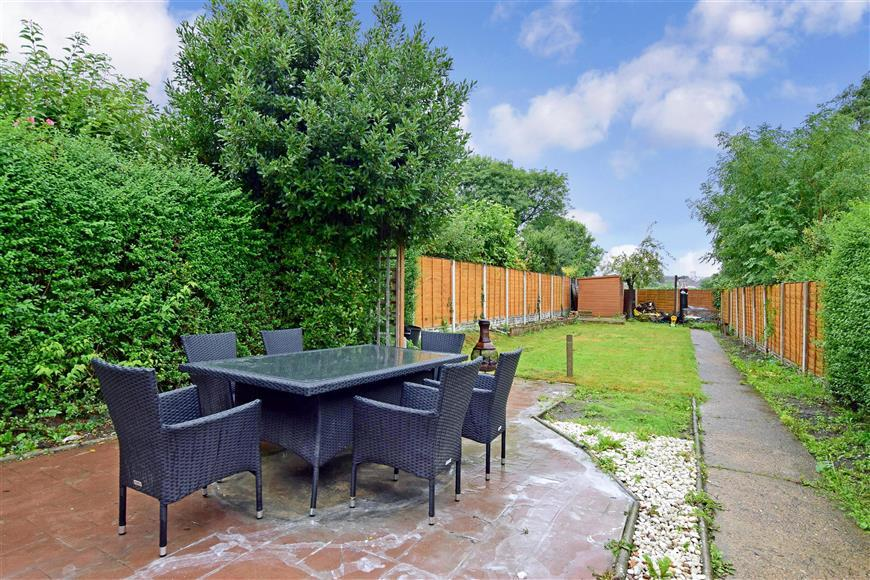 2 Bedrooms Semi Detached House for sale in Erskine Road, Sutton, Surrey