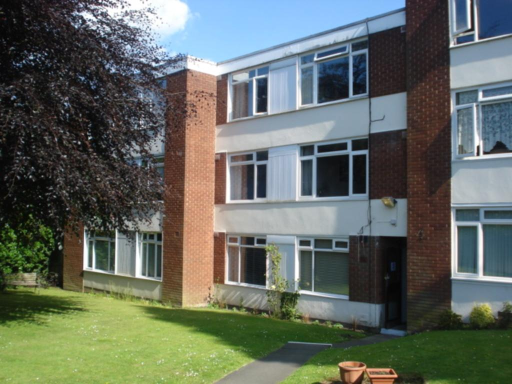 2 Bedrooms Ground Flat for sale in Kingsbury Road
