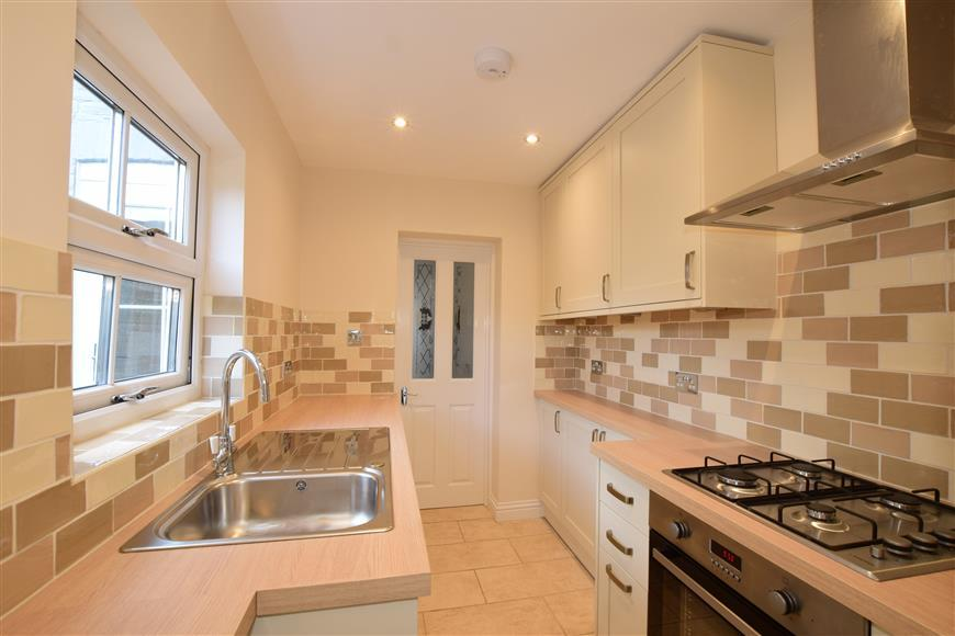 2 Bedrooms Semi Detached House for sale in Victoria Road, Chichester, West Sussex