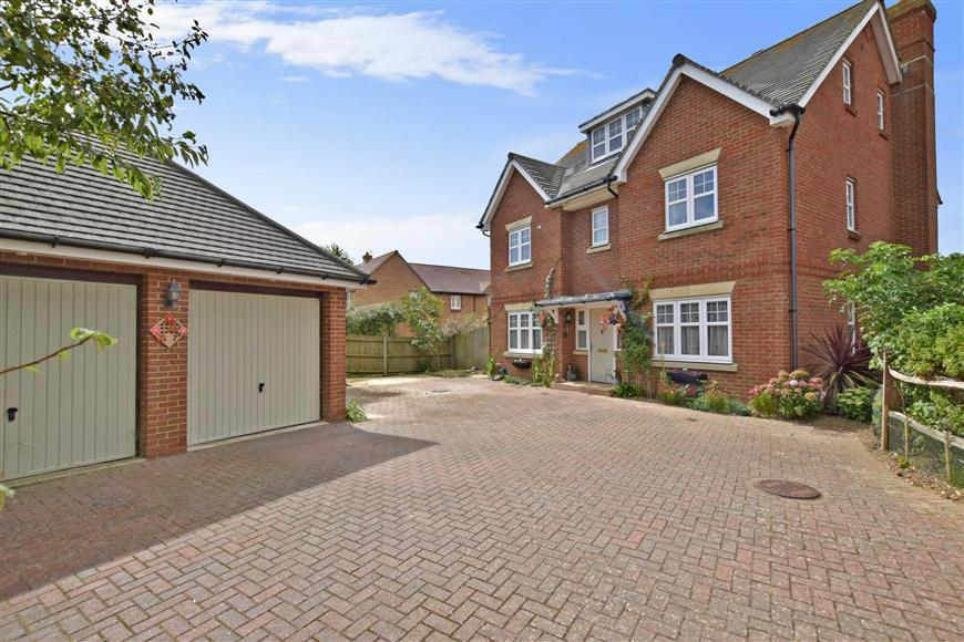 5 Bedrooms Detached House for sale in Hunnisett Close, Selsey, Chichester, West Sussex