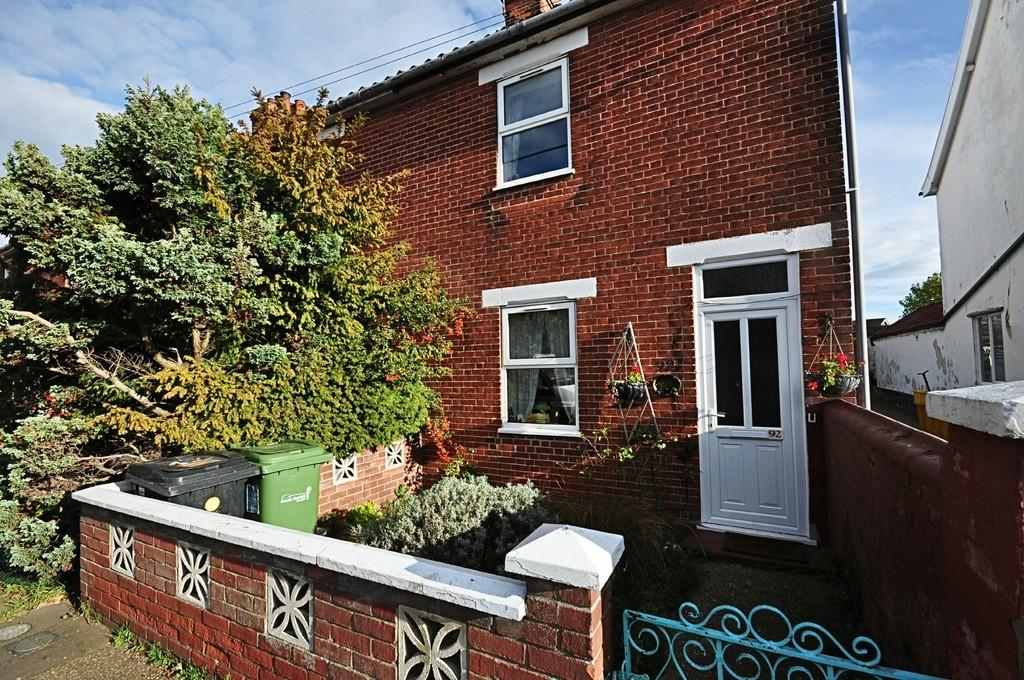 2 Bedrooms Semi Detached House for sale in Shelfanger Road, Diss