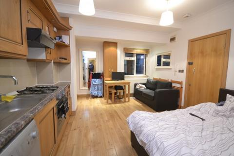 Studio to rent - Montagu Row,  Baker Street, W1U