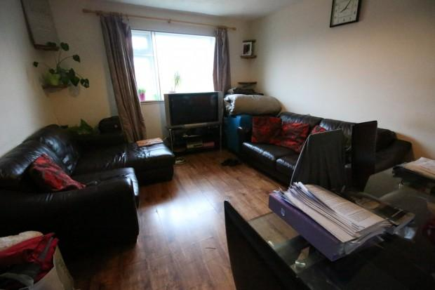 2 Bedrooms Flat for sale in Colnbrook Court, Old Bath Road, Slough, SL3