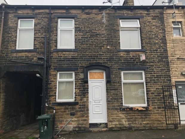2 Bedrooms Terraced House for sale in Northampton Street , Bradford, BD3