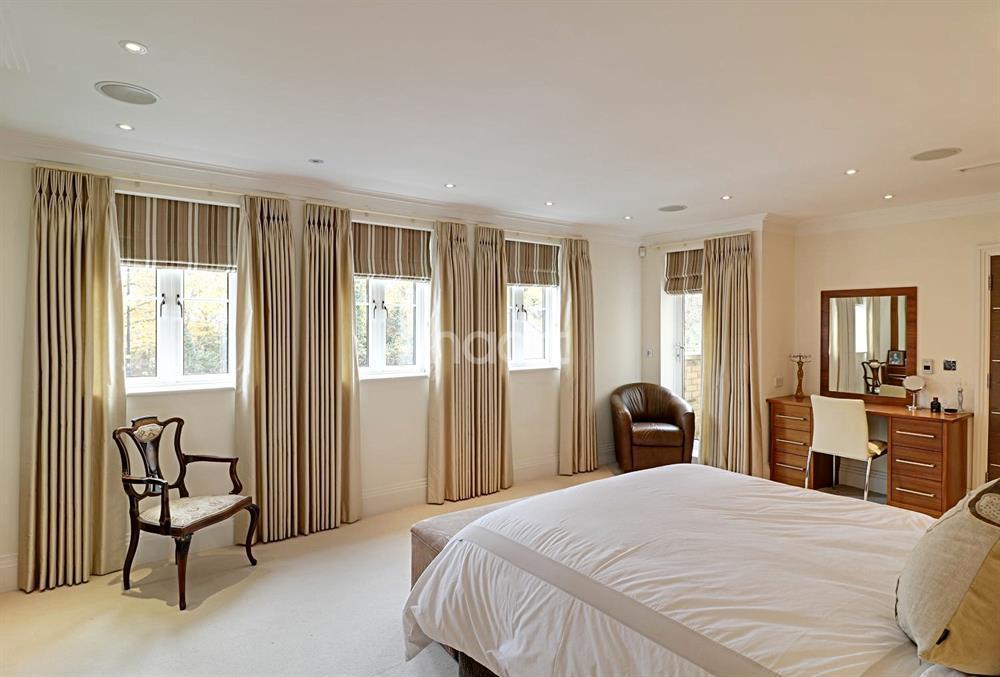 3 Bedrooms Flat for sale in Cockfosters Road, Hadley Woods, EN4