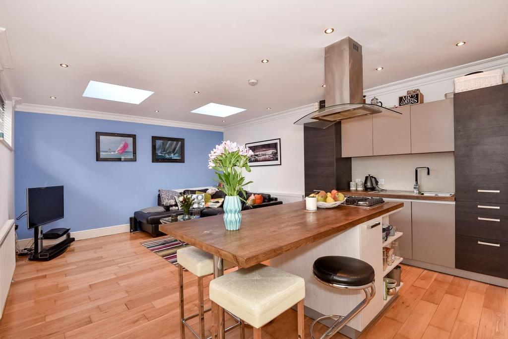 2 Bedrooms Maisonette Flat for sale in Crystal Palace Road, East Dulwich