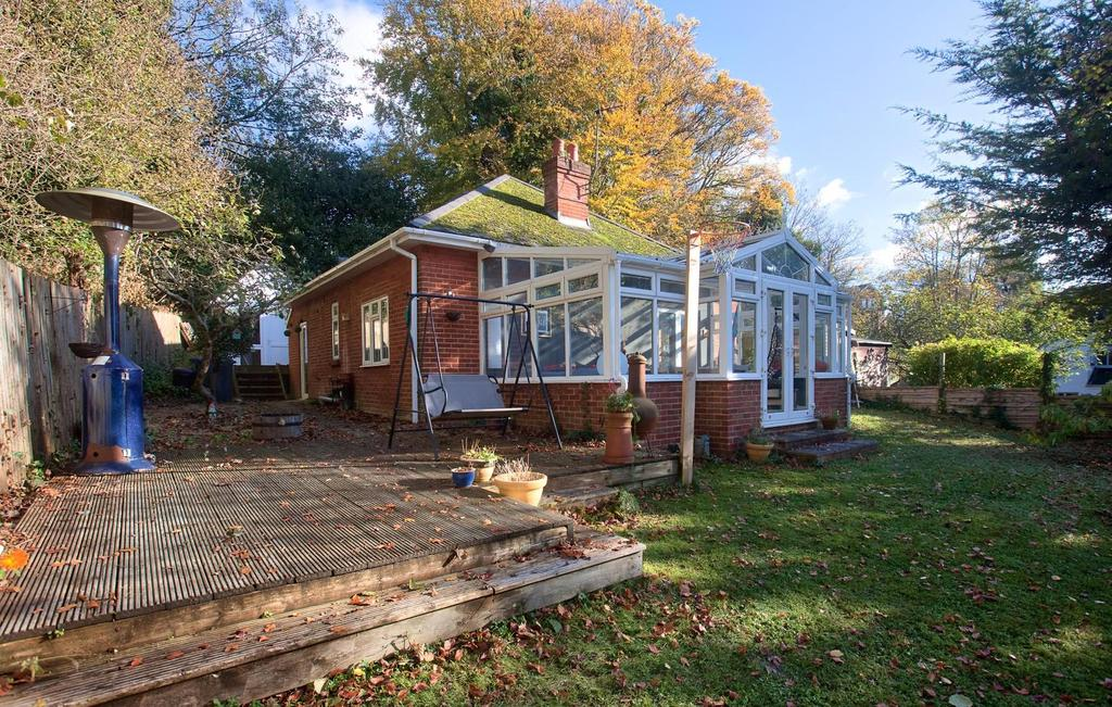 3 Bedrooms Bungalow for sale in Milford Hill, Salisbury