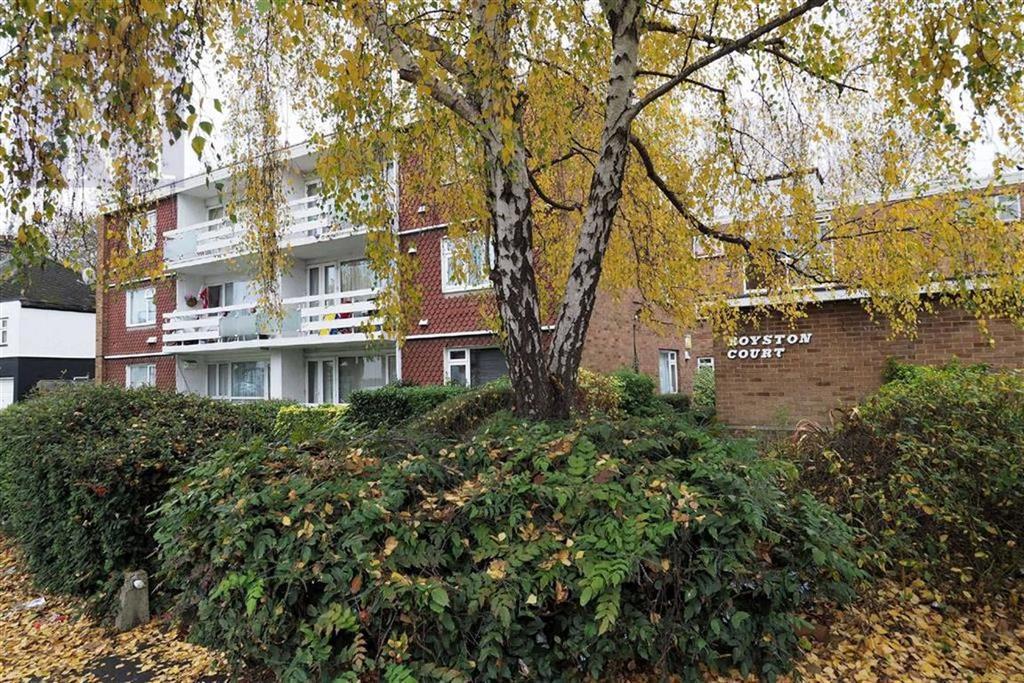 2 Bedrooms Flat for sale in Royston Court, Redbridge, Essex