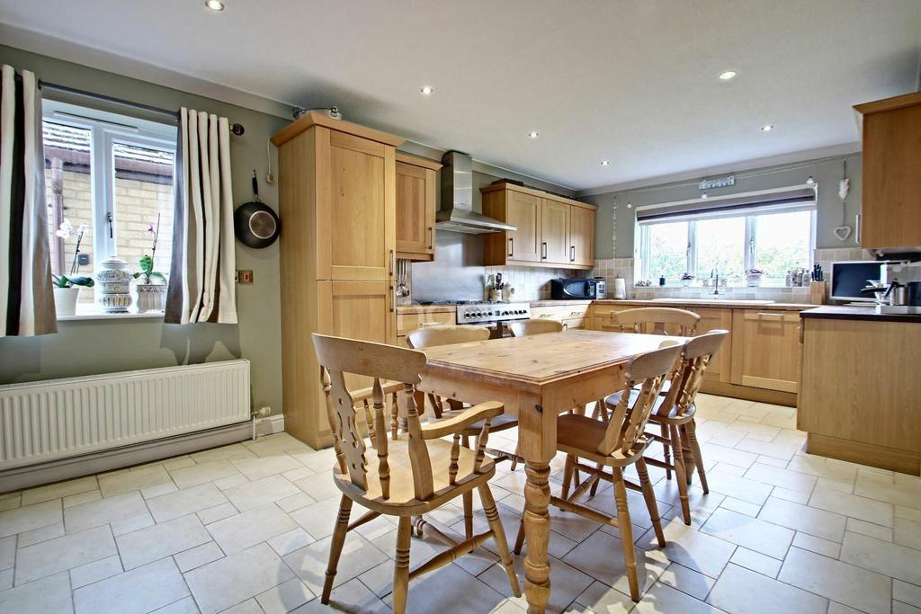 4 Bedrooms Detached House for sale in Brampton Close, Wisbech