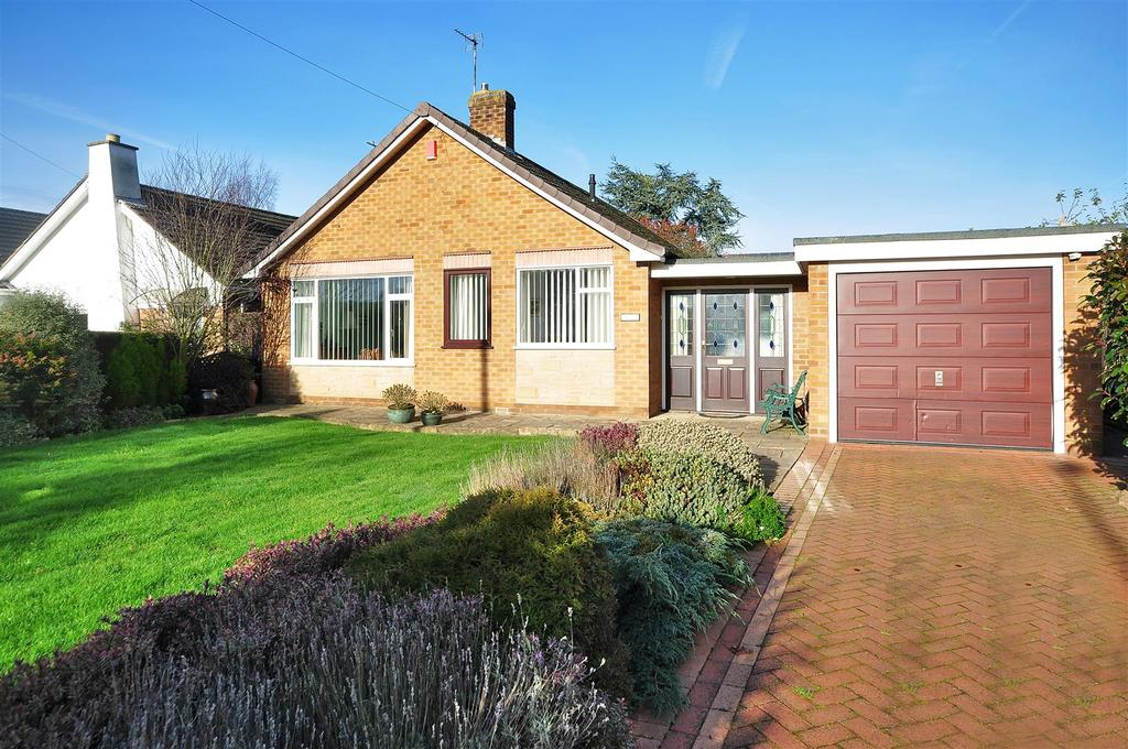 3 Bedrooms Detached Bungalow for sale in Quaker Lane, Farnsfield, Newark