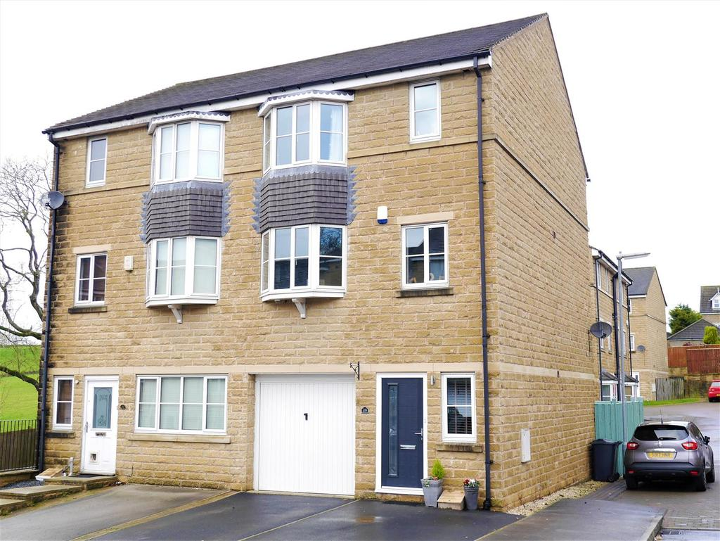 4 Bedrooms Semi Detached House for sale in Bank View, Birkenshaw, BD11