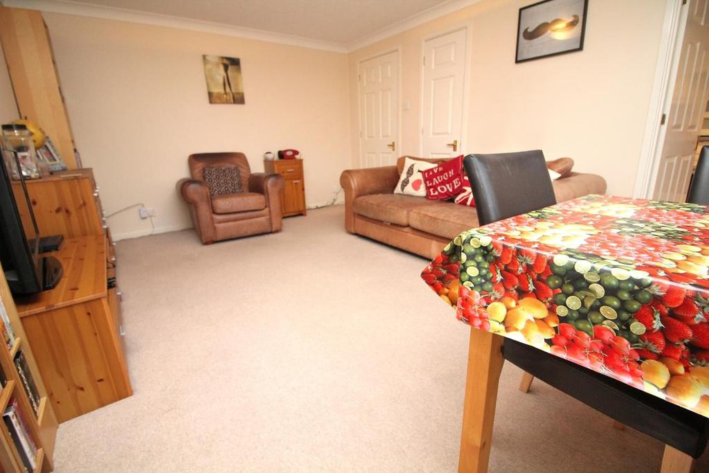 2 Bedrooms Apartment Flat for sale in Grange Court, Wood Street, Chelmsford, Essex, CM2