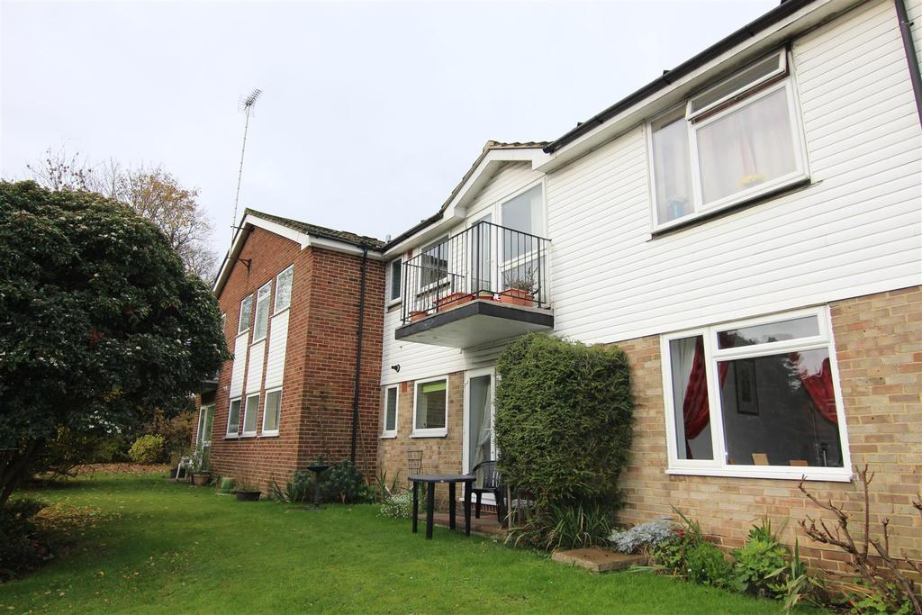1 Bedroom Flat for sale in Station Approach East, Hassocks