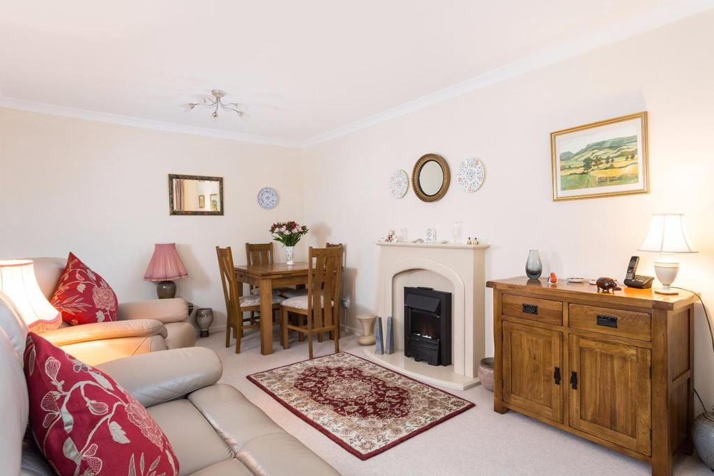 2 Bedrooms Bungalow for sale in Minster Close, Wigginton, York