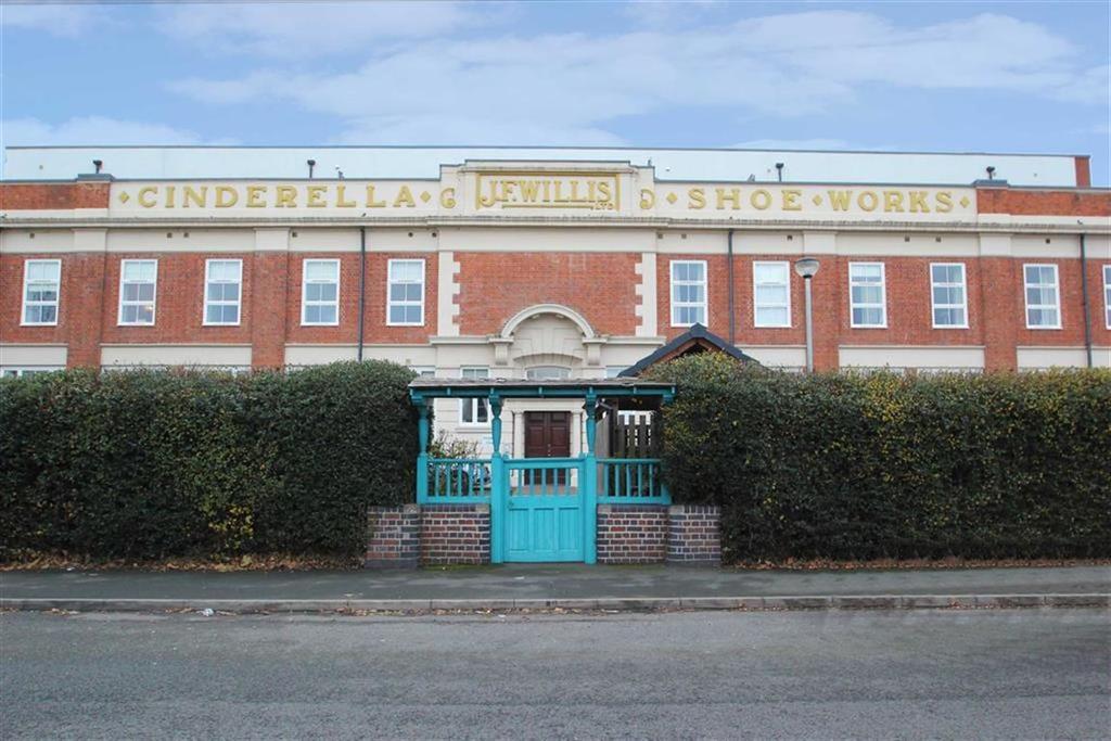 2 Bedrooms Flat for sale in Cinderella Court, WORCESTER, Worcester