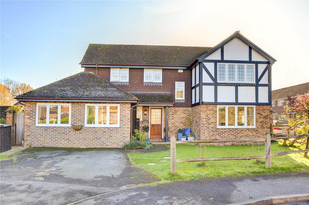 4 Bedrooms Detached House for sale in Coltsfoot Road, Lindford, Bordon, Hampshire