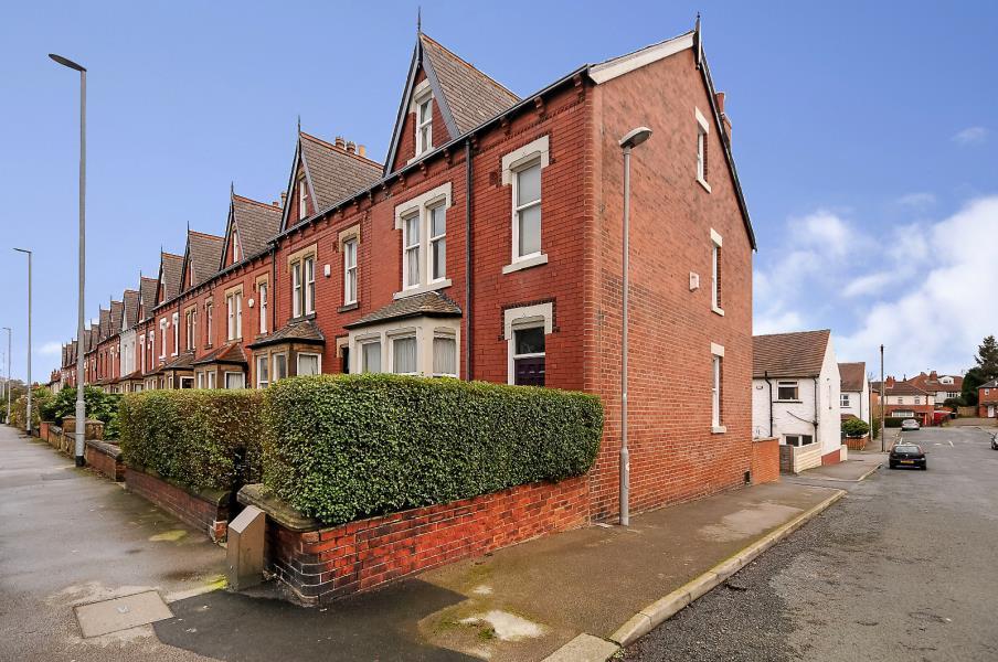 5 Bedrooms End Of Terrace House for sale in POTTERNEWTON LANE, CHAPEL ALLERTON, LEEDS, LS7 3LW